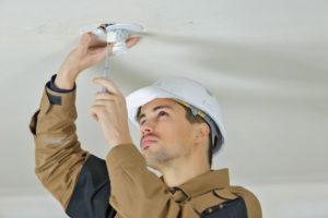 Réparation luminaire plafonnier