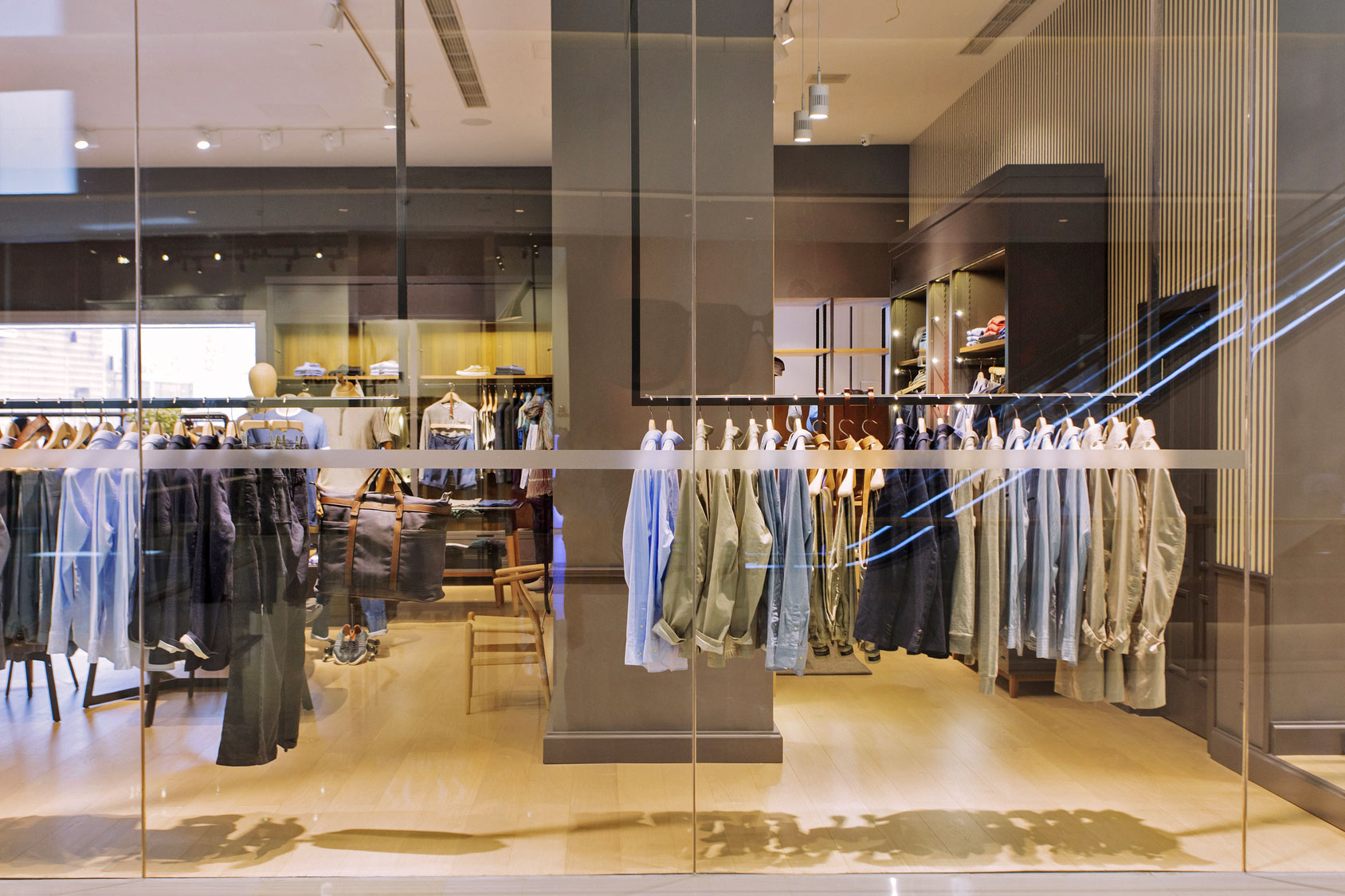 Éclairage des zones d'une vitrine - boutique